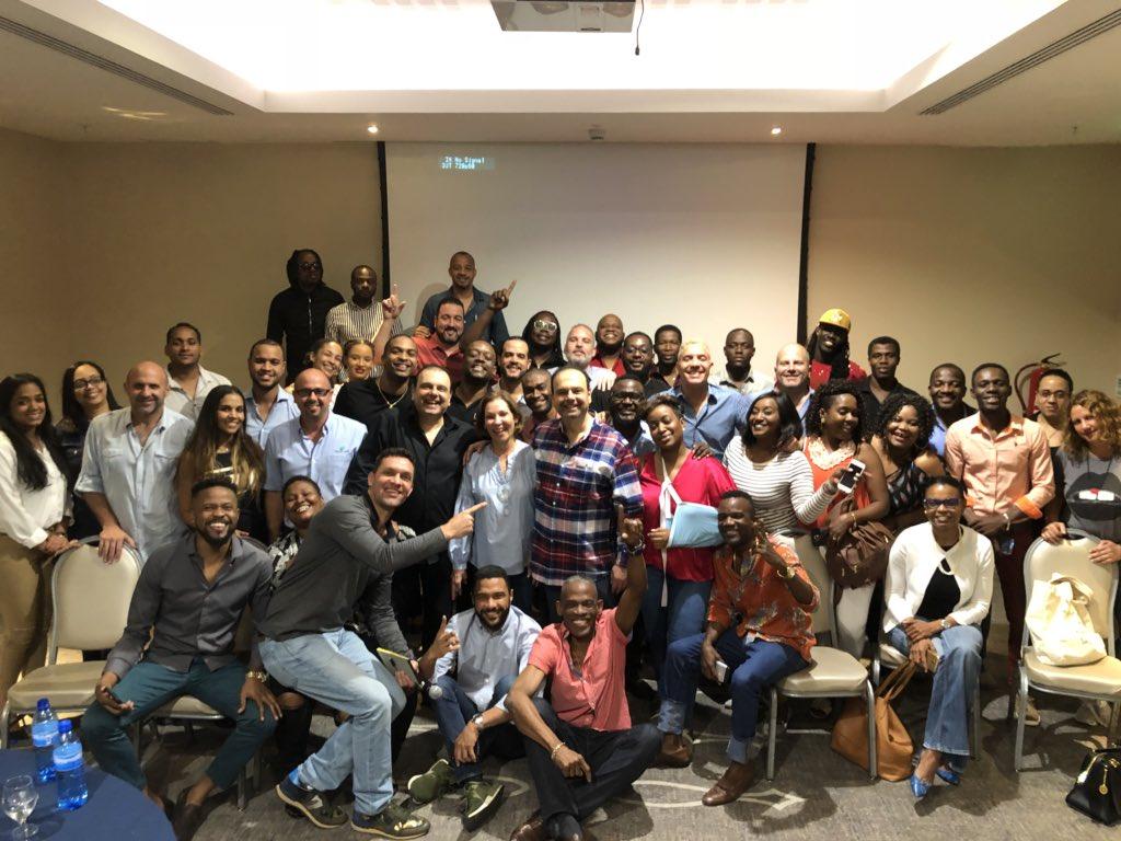 Photo des artistes après la réunion sur le projet de l'hôpital à l'hôtel Marriott