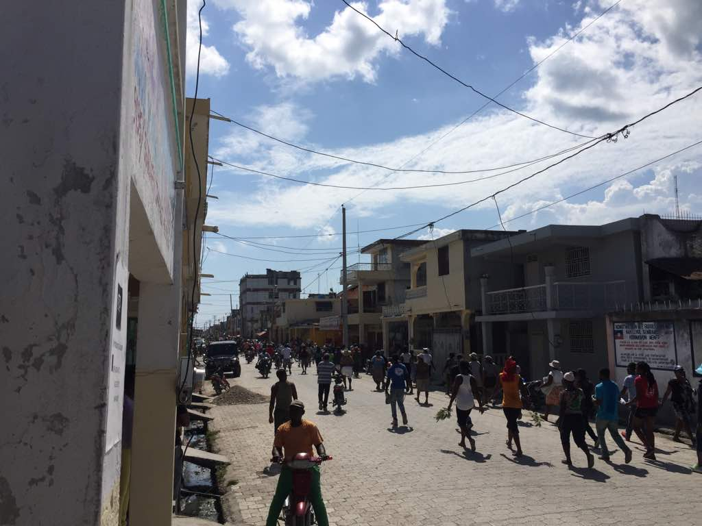 Des commerçants ont foulé le macadam de la troisième ville du pays, ce mardi 27 mars 2018. /Photo: Charles Alphonse Wil