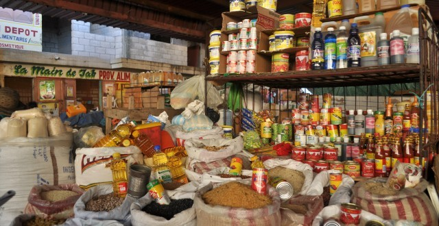 Banquette de provisions alimentaires en Haïti. Photo: Haïti Connexion