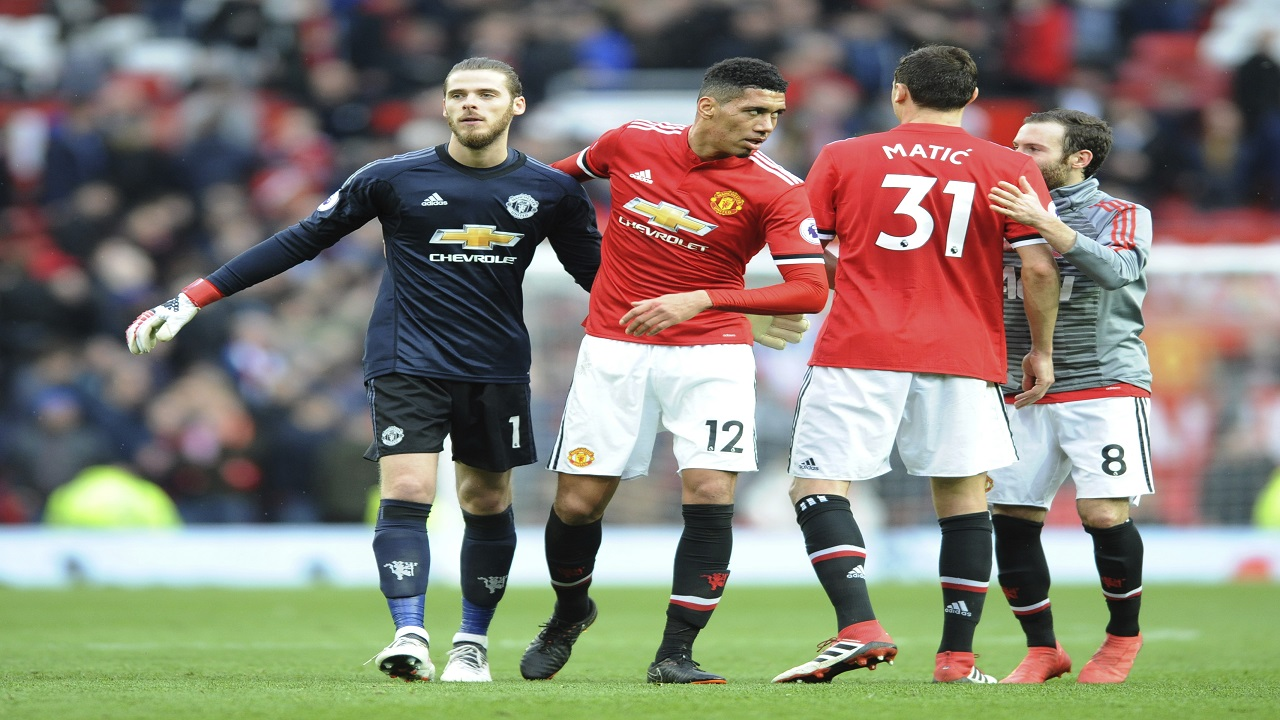 Manchester United's David De Gea, from left, Chris Smalling, Nemanja Matic, Juan Mata celebrate their victory over Liverpool at Old Trafford in Manchester, England, Saturday, March 10, 2018.