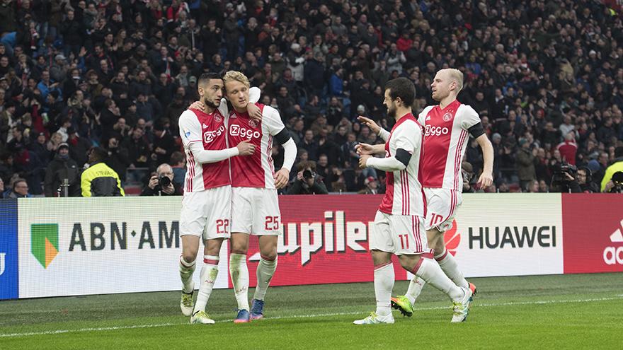 Ajax is met deze overwinning nog steeds dichtbij koploper PSV.