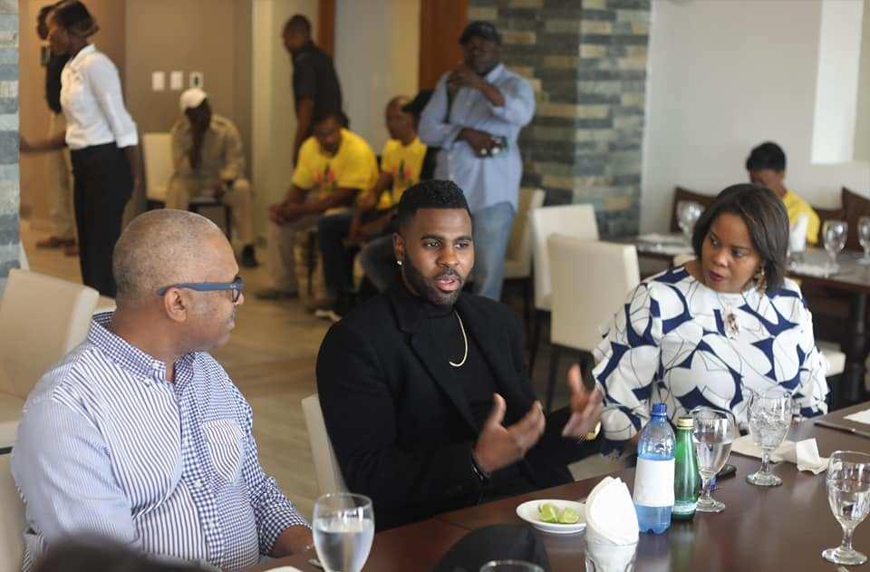 Le chanteur Jason Derulo en Haiti lors d'un dîner avec le PM Jack Guy LAFONTANT et la ministre du Tourisme madame Jessy MENOS