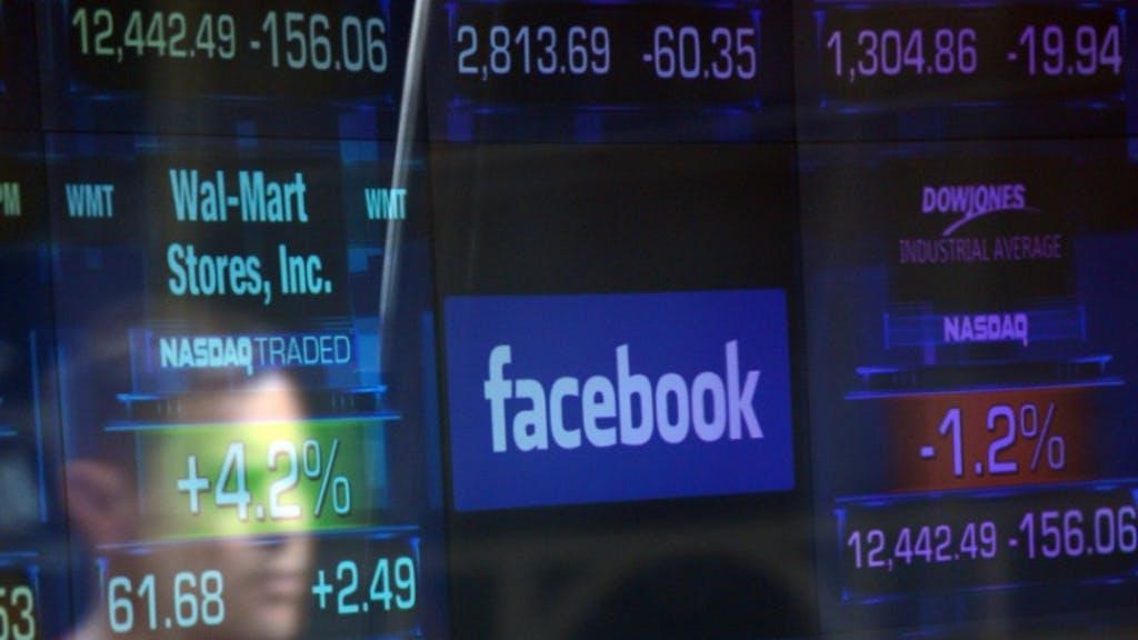 Le réseau social Facebook fait face à une campagne de désabonnements et à la chute de son titre en Bourse.