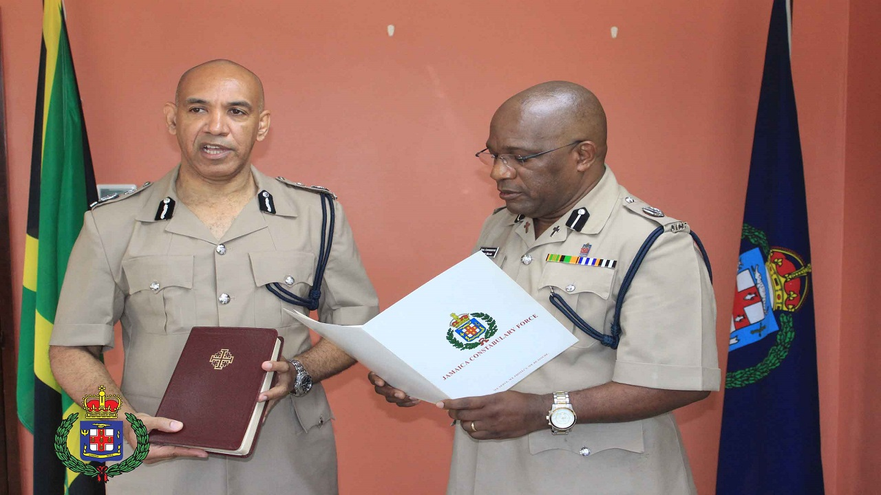 Commissioner of Police, Major General Anthony Anderson takes the Oath of Office being read by Bishop Dr. Gary Welsh (ACP,JP).  Photo via Constabulary Communication Network .
