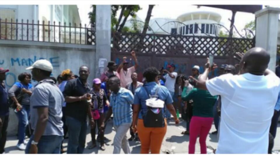 Secteur démocratique, sit-in devant la CSC/CA le mardi 6 mars 2018 pour exiger le retrait de l'institution sur le dossier Petro caribe.