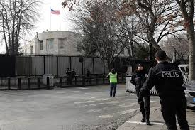 Vue de l'ambassade américaine à Turquie https://www.la-croix.com/Monde/Turquie-arrestation-4-Irakiens-projetaient-attaquer-ambassade-americaine-2018-03-05-1300918342