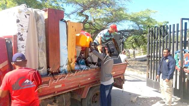 Haïtiens fuyant Pedernales. Photo: Listin Diario