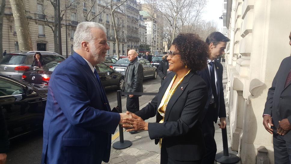 Philippe Couillard a rencontré la secrétaire générale de l'OIF, Michaëlle Jean, à Paris. PHOTO CHARLES LECAVALIER