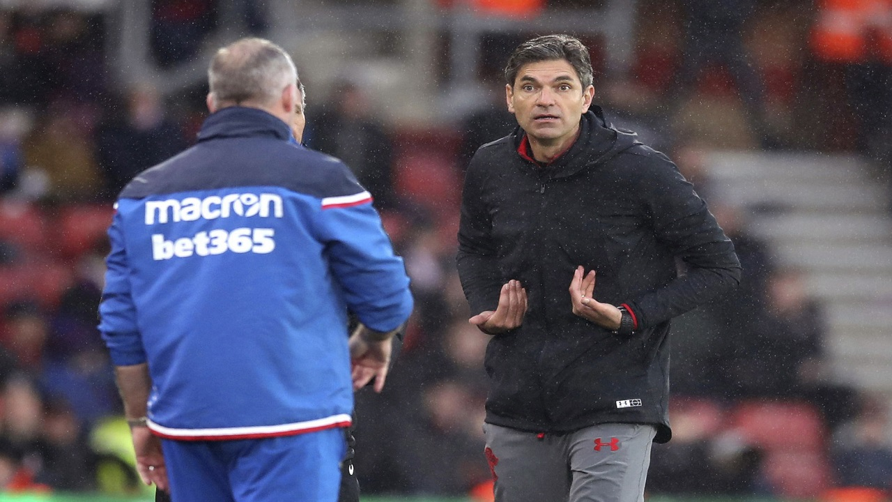 Southampton manager Mauricio Pellegrino, right, appeals to an official during the English Premier League football match between Southampton and Stoke City, at St Mary's Stadium in Southampton, England, Saturday March 3, 2018.