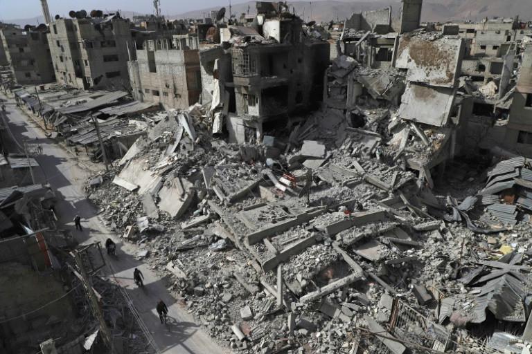 Vue de destructions dans la ville de Douma, dans la partie rebelle de la Ghouta orientale, près de Damas, le 5 mars 2018 AFP / AMER ALMOHIBANY