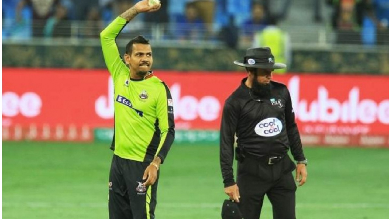 Sunil Narine bowling for the Lahore Qalanders in the Pakistan Super League.