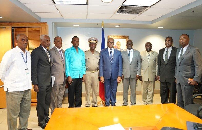Lundi 19 mars, le Premier ministre Jack Guy Lafontant avait reçu à la Primature le Lieutenant Général en chef de l'armée Jodel Lesage ainsi que les membres du Haut État-major des Forces armées d'Haïti./ Photo : Jack Guy LafontantCompte (Twitter)