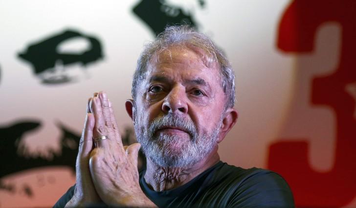"""""""Aucun citoyen ne peut être considéré coupable"""" tant que toutes les juridictions ne l'ont pas déterminé, a plaidé José Roberto Batochio, avocat de Lula, devant les juges jeudi."""