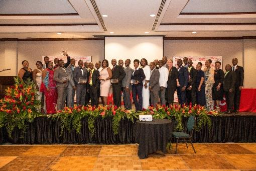 Les finalistes et gagnants de la campagne Konbit POu Chanjman lors de la cérémonie de cloture de remise des prix./Photo: Fondation Digicel