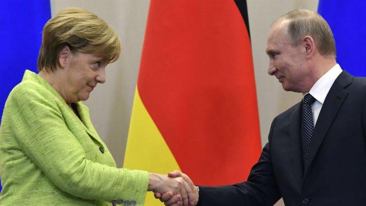 La chancelière allemande Angela Merkel a félicité lundi le président russe Vladimir Poutine pour sa réélection.