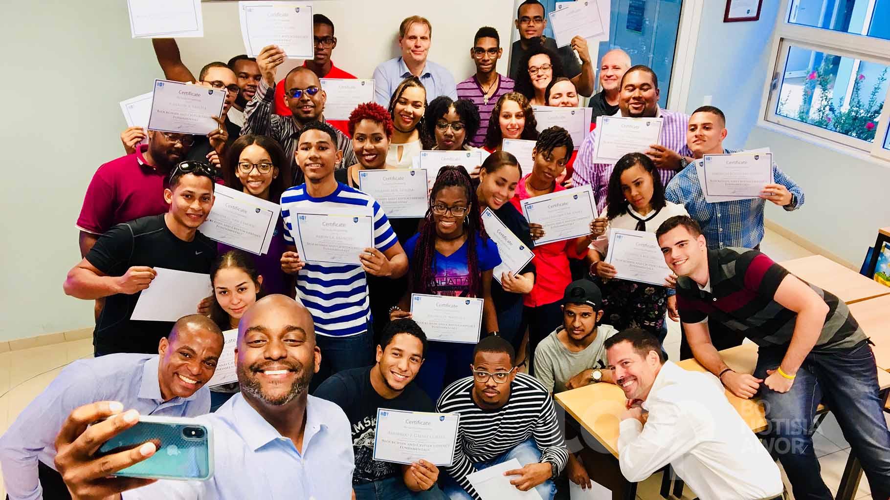 De organisatoren, Blockchain Institute of Technology en de Faculty of Engineering, Universiteit van Curaçao Dr. Moises da Costa Gomez en de studenten, zijn trots op het resultaat.