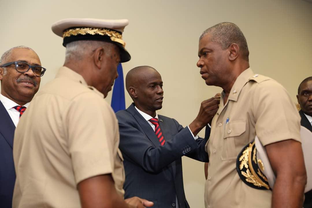 Démobilisées en 1995 en raison de leur participation à de nombreuses exactions et coups d'Etat, les forces armées de Haïti (FAD'H) ont été rétablies en 2015 sur décision du président de l'époque Michel Martelly.