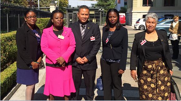 Ferrier (uiterst rechts) samen met commissieleden op een buitenlandse conferentie. Foto: Loop Archief