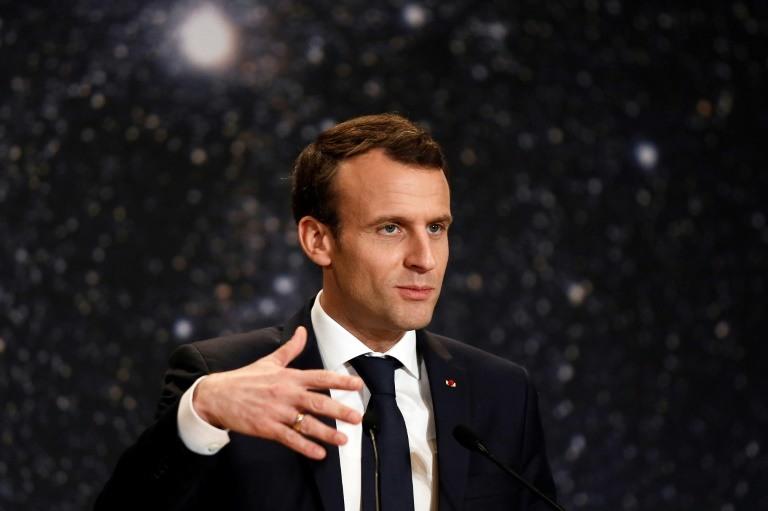 Emmanuel Macron va pouvoir dans la soirée répondre aux premières critiques sur cette intervention, qui n'a pas provoqué d'union sacrée.