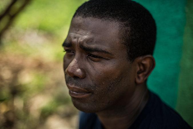 Guy Philippe fait la demande de cent vingt-cinq mille dollars américains ($125,000, US) au Sénat de la république d'Haïti.