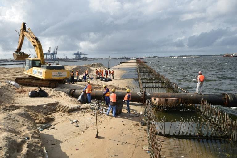 Des travaux de construction du port d'Abidjan, un des grands axes de développement de l'économie ivoirienne, en mars 2018 Photo: afp.com - SIA KAMBOU