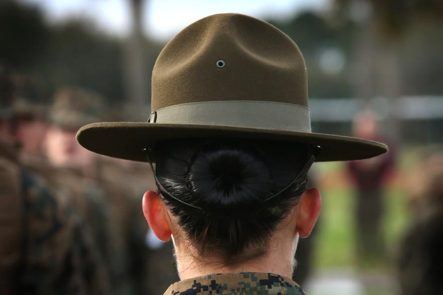Selon un rapport publié lundi par le Pentagone, le nombre d'agressions sexuelles dénoncées dans l'armée américaine a augmenté de 10% en 2017. (Crédit : AFP / Scott Olson)