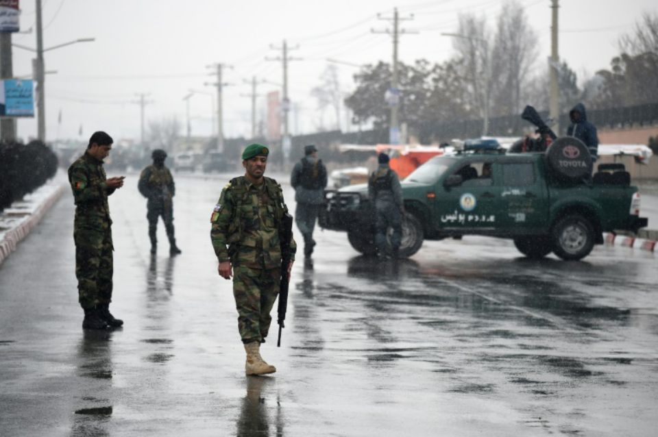 """Selon une source sécuritaire, le kamikaze qui a visé la presse s'était glissé parmi les reporters, """"muni d'une caméra"""". (credit photo : AFP)"""