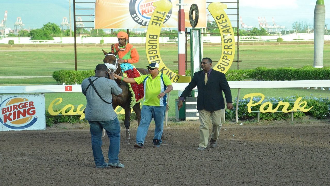 Denzil Miller (right) conducting racing secretary duties at Caymanas Park.