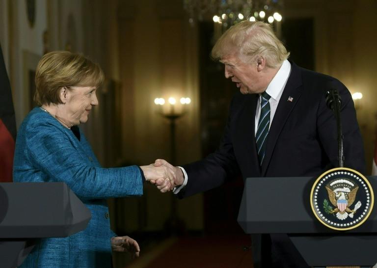 Le président américain Donald Trump a reçu vendredi Angela Merkel à la Maison Blanche avec beaucoup moins de décorum mais les mêmes désaccords marqués, du dossier nucléaire iranien aux tarifs douaniers. (crédit photo : AFP)