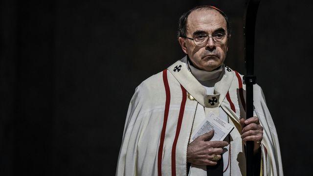 Le cardinal Barbarin célébrant une messe à Lyon, en France, le 3 avril 2016 afp.com/JEFF PACHOUD
