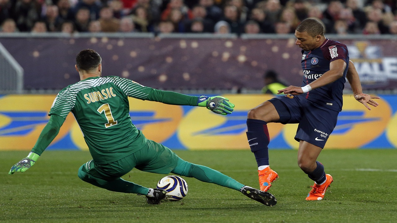 PSG's Kylian Mbappe, right, faces Monaco's goalkeeper Danijel Subasic during the League Cup final  in Bordeaux, southwestern France, Saturday, March 31, 2018.