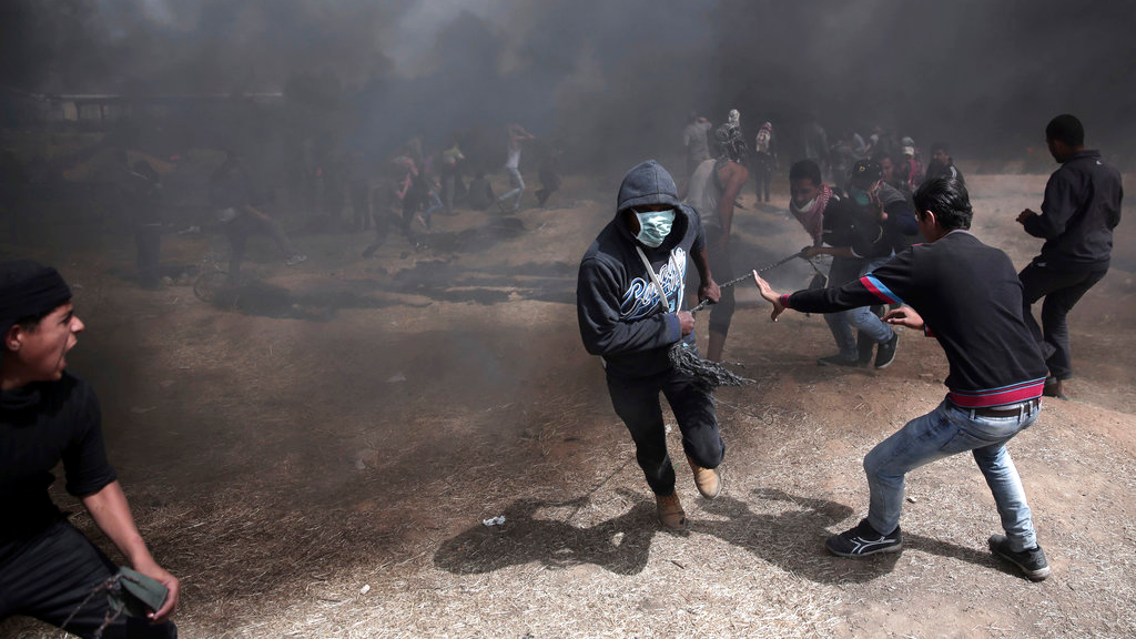 Thousands of Palestinians Riot on Israel-Gaza Border, One Dead