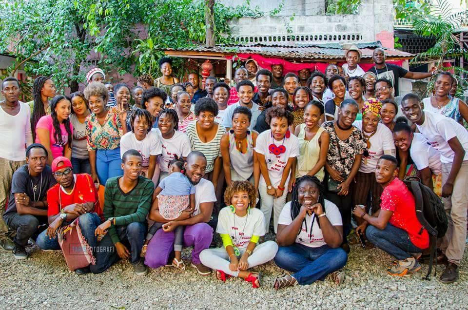 """Photo de famille de la communauté """"Poz kafe""""./ @Facebook"""