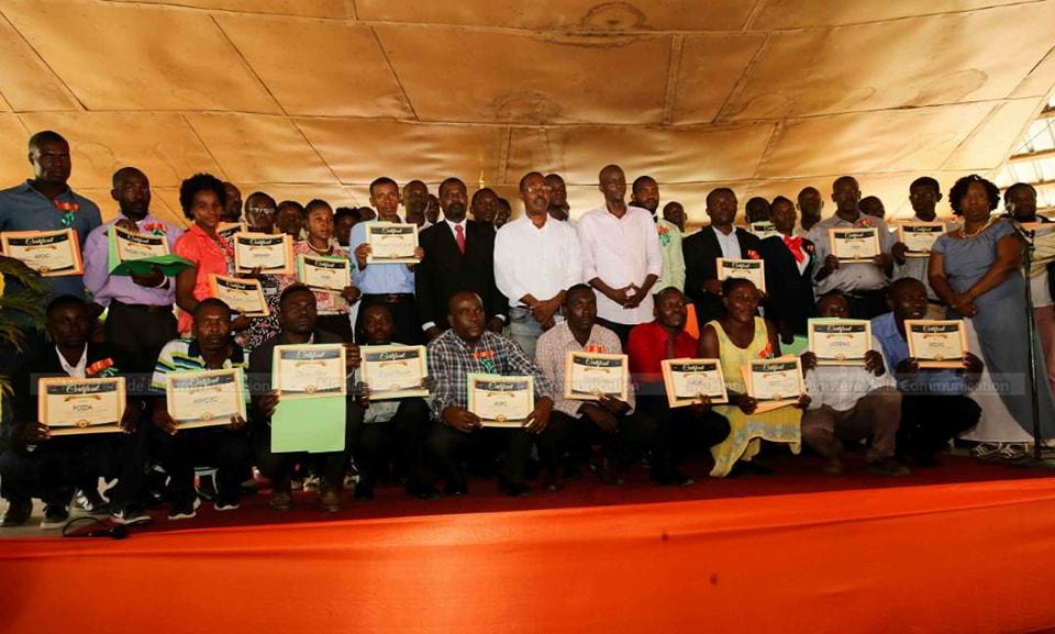 Le président de la République Jovenel Moïse a participé ce matin à la cérémonie de remise des certificats et prix aux gagnants du concours la Renaissance à Camp-Perrin (Sud d'Haïti). Photo: Ministère de la Communication