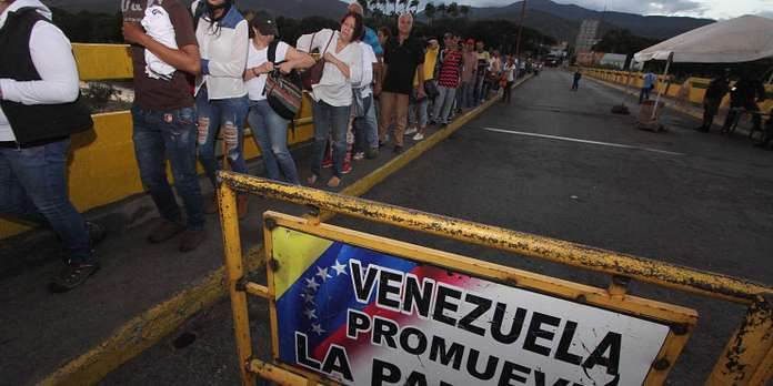 """""""En raison de la profonde crise démocratique"""" au Venezuela, un visa dit de """"responsabilité démocratique"""" voit le jour. Il sera renouvelable et pourra déboucher sur une demande de résidence définitive."""
