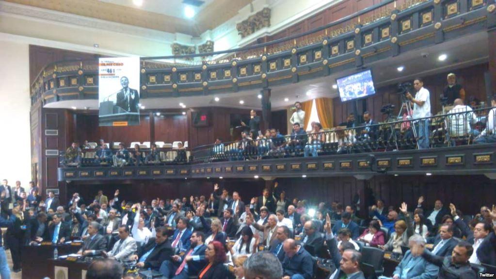 Lors d'une séance où la presse n'a pu accéder, le Parlement vénézuélien a autorisé mardi l'ouverture d'un procès pour corruption contre le président Nicolas Maduro. (crédit photo : Twitter/AsambleaVE)
