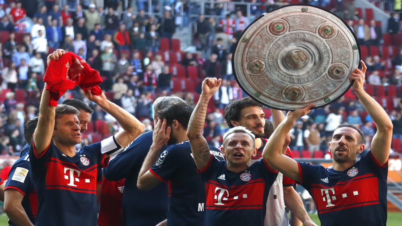 Bayern players celebrate the 28th Bundesliga title after the German Bundesliga football match against FC Augsburg  in Augsburg, Germany, Saturday, April 7, 2018.