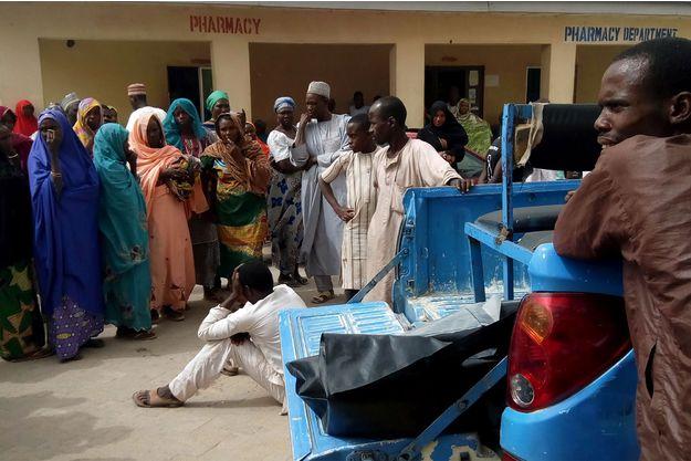 Au total, au moins une vingtaine de personnes ont été tuées et 84 blessées, selon les services de secours et des habitants.