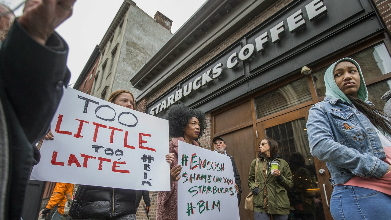 (Image: AP: Protesters gather outside a Starbucks in Philadelphia on 15 April 2018)