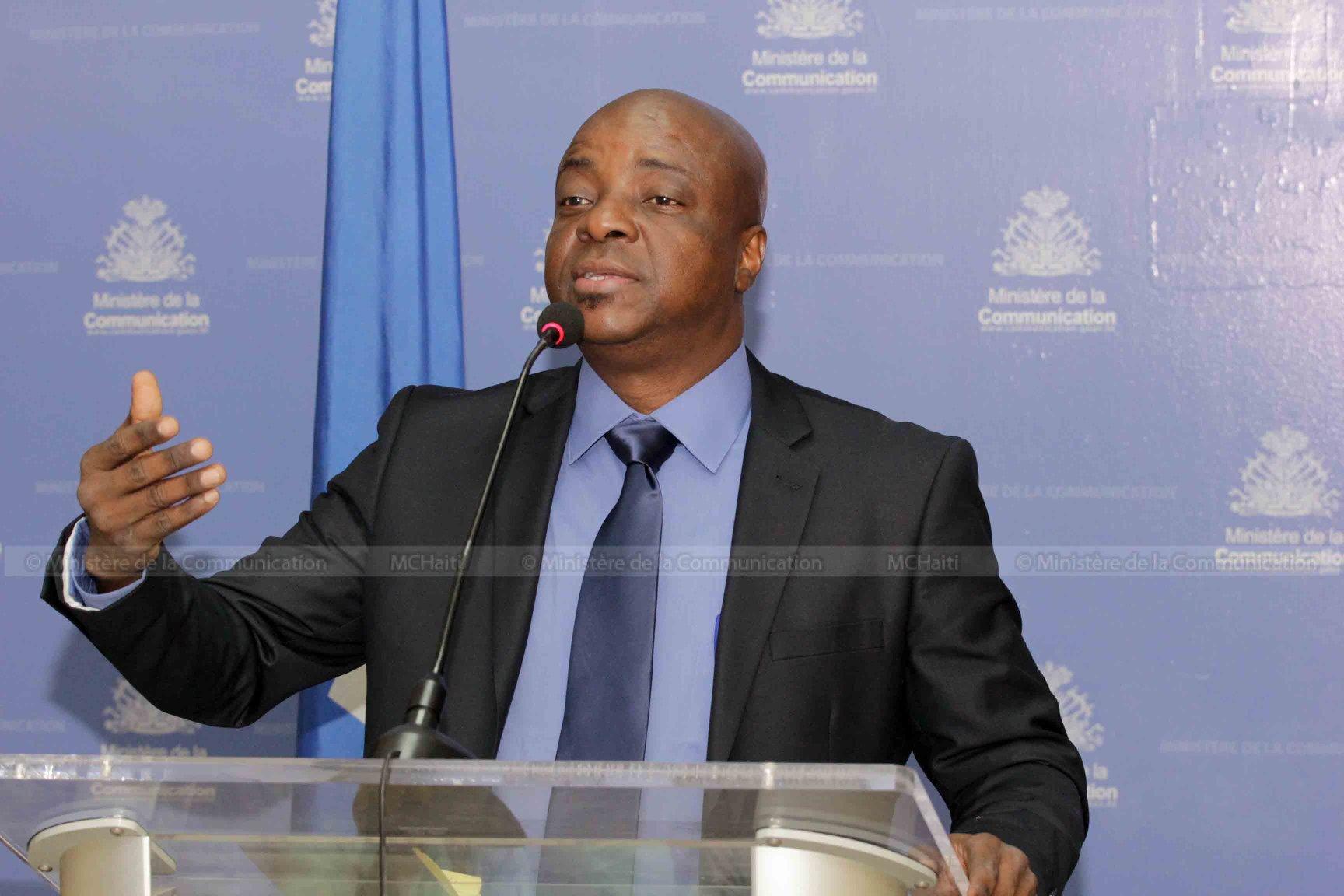 Le nouveau ministre de la Culture et de la Communication, Joseph Guyler C. Delva, en conférence de presse ce jeudi 26 avril 2018./ Photo : Ministère de la Comunication (Facebook)