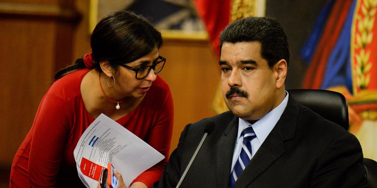 """Pour l'économiste Jesus Cacique, cette stratégie est une erreur car elle stimule encore plus la hausse du coût de la vie et ne s'accompagne pas d'un """"plan anti-inflation"""" ni d'une """"discipline budgétaire et monétaire"""". (crédit photo : AFP)"""
