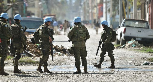 Des soldats brésiliens membres de la mission de l'ONU Minustah à Haïti, le 15 octobre 2016 à Port-au-Prince HECTOR RETAMAL  /  AFP/Archives