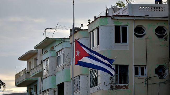 """""""Nous avons identifié 50 corps"""", dont quatre des six membres d'équipage mexicains, y compris les pilote et co-pilote, a annoncé devant la presse Sergio Rabell, directeur de l'institut médico-légal de La Havane. (crédit photo : AFP)"""