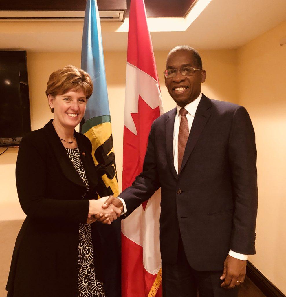 La ministre du Développement international et de la Francophonie du Canada Marie-Claude Bibeau et le Chancelier Antonio Rodrigue.