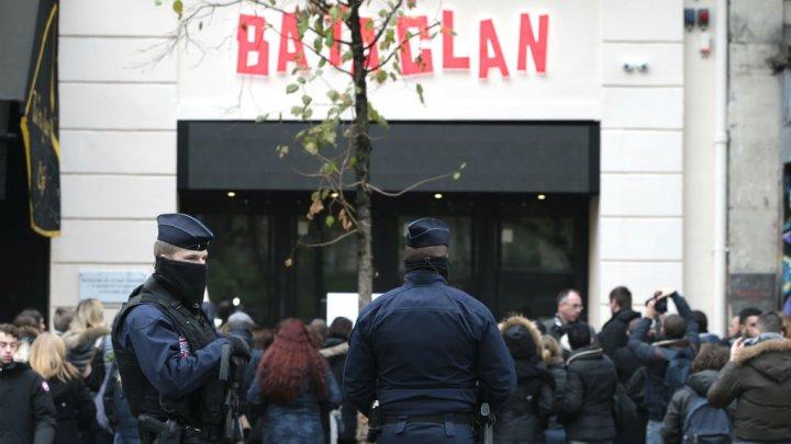 Les attentats du 13 novembre 2015 sont attribuées à la même cellule qui avait commis cinq mois plus tard, le 22 mars 2016, les attaques des kamikazes de Bruxelles, faisant 32 morts et plus de 320 blessés. (crédit photo : AFP)