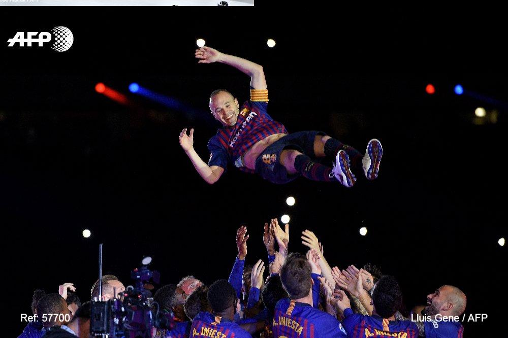 Pour son 674e match avec son club formateur en 16 ans de carrière professionnelle, Iniesta (34 ans) a cédé sa place à dix minutes de la fin et reçu une vibrante salve d'applaudissements. (crédit photo : AFP)