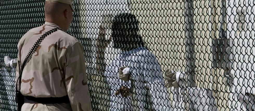 """Le prisonnier le plus célèbre de Guantanamo, le """"cerveau"""" présumé des attentats du 11-Septembre, Khaled Cheikh Mohammed, a 53 ans. La moustache noire qu'il arborait lors de sa capture en 2003 est devenue une longue barbe grise qu'il teint aujourd'hui en orange. (crédit photo :AFP)"""