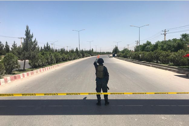 Mercredi en début d'après-midi, une attaque était en cours ontre le ministère de l'Intérieur à Kaboul, impliquant au moins quatre assaillants. (crédit photo : AFP/Reuters)