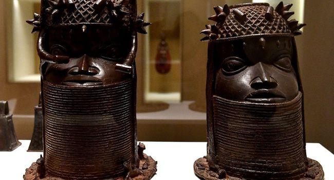 """Ces imposantes statues ont été """"emportées"""" par les troupes françaises commandées par Alfred Amédée Dodds, lors du sac du palais d'Abomey, la capitale historique du Bénin actuel, en 1892. (crédit photo : AFP)"""