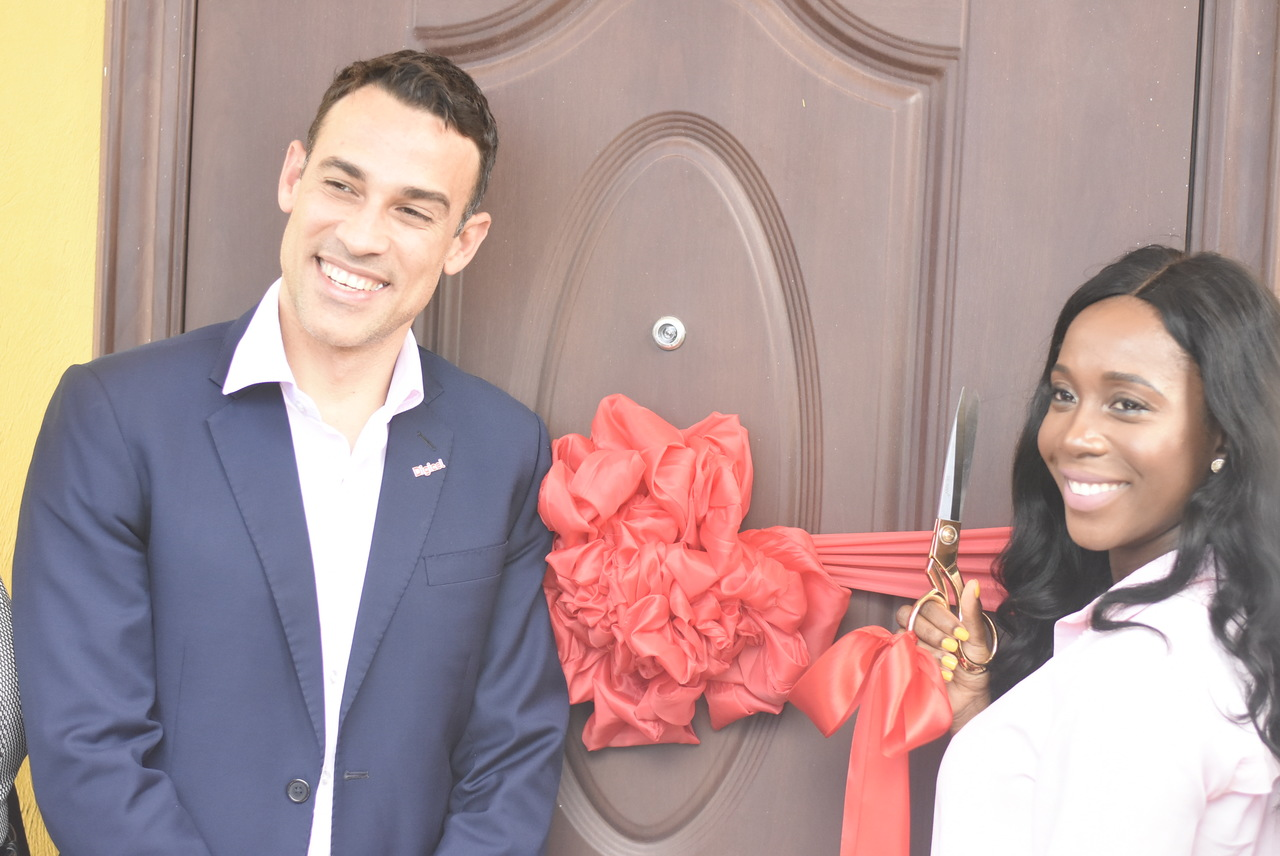 Digicel Jamaica CEO Justin Morin and Olympic champion Shelly-Ann Fraser-Pryce. (Photos: Marlon Reid)